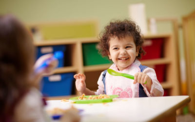 Sfruttiamo le vacanze per fare il punto sul pranzo a scuola dei nostri bambini. I consigli della nutrizionista